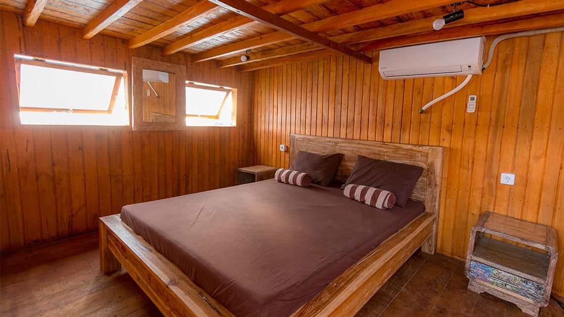 Alcira Phinisi Boat Captain Komodo National Park Room Queen Size Bed Room