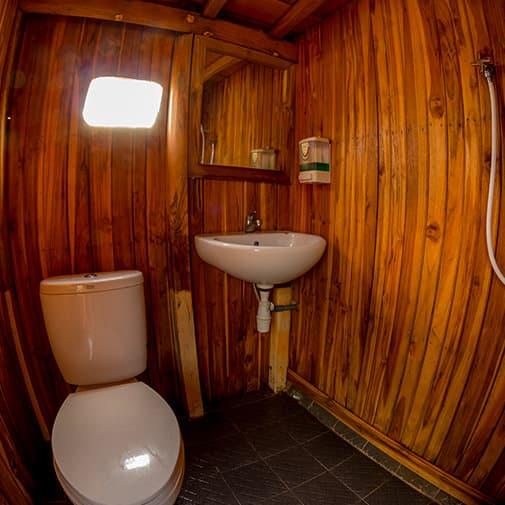 Alcira Boat Phinisi Bathroom wooden