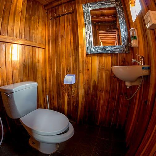 Alcira Boat Phinisi Toilet